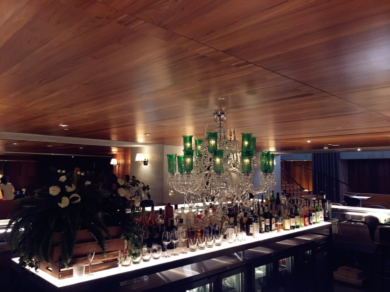 HYG餐廳的中島型吧檯,可以在這裡喝一杯。
