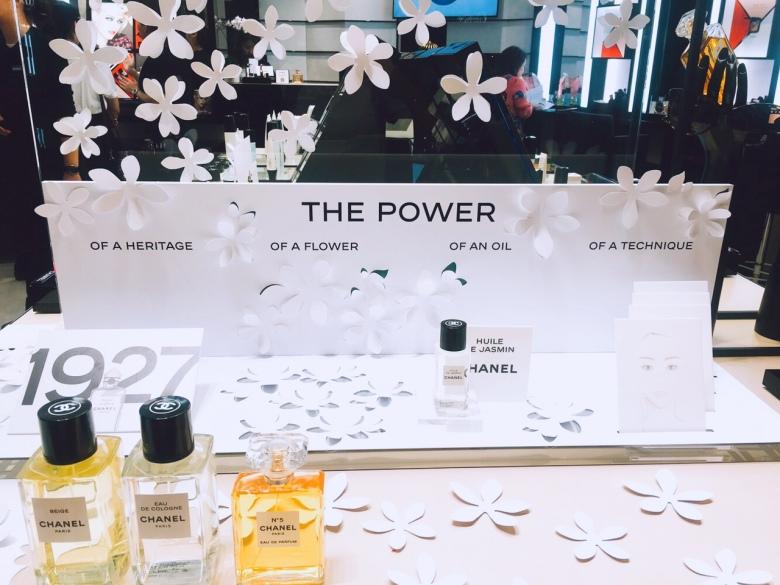 香奈兒以「Flower Power」為主題佈置。