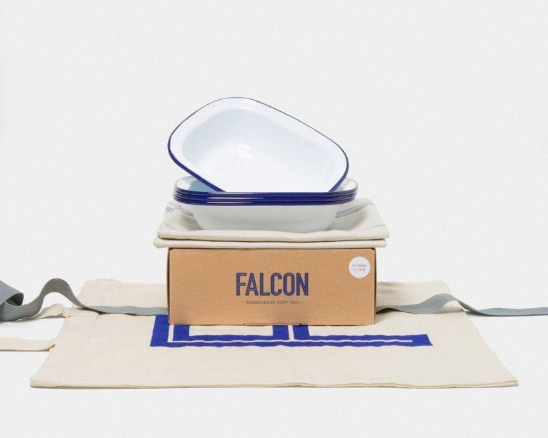 falcon-gift_set_pie_dishes-original_white_blue-pkg-rgb_1024x1024